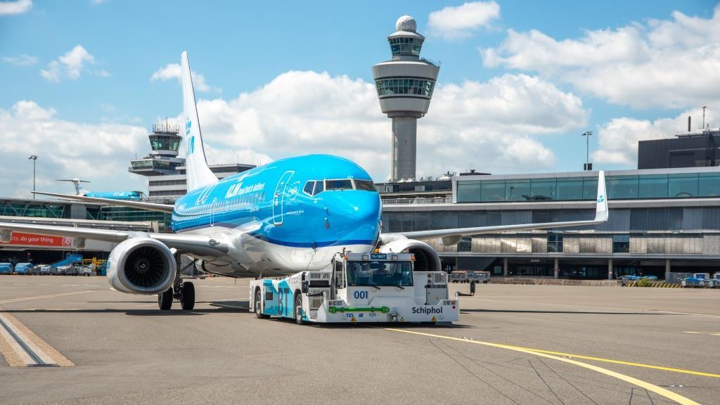 KLM с екип за бързо тестване на пътници на Летище София 139
