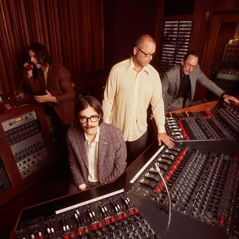 Weezer с нов 14-ти студиен албум 139