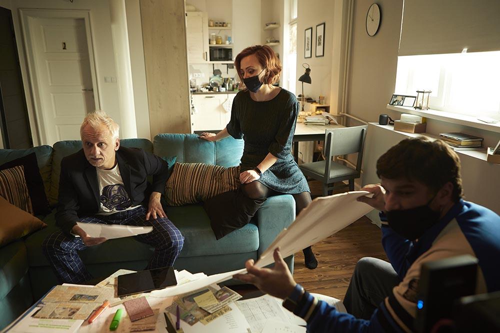 Станислава Айви с тийзър на нов късометражен филм за изолацията и виртуалната комуникация 141