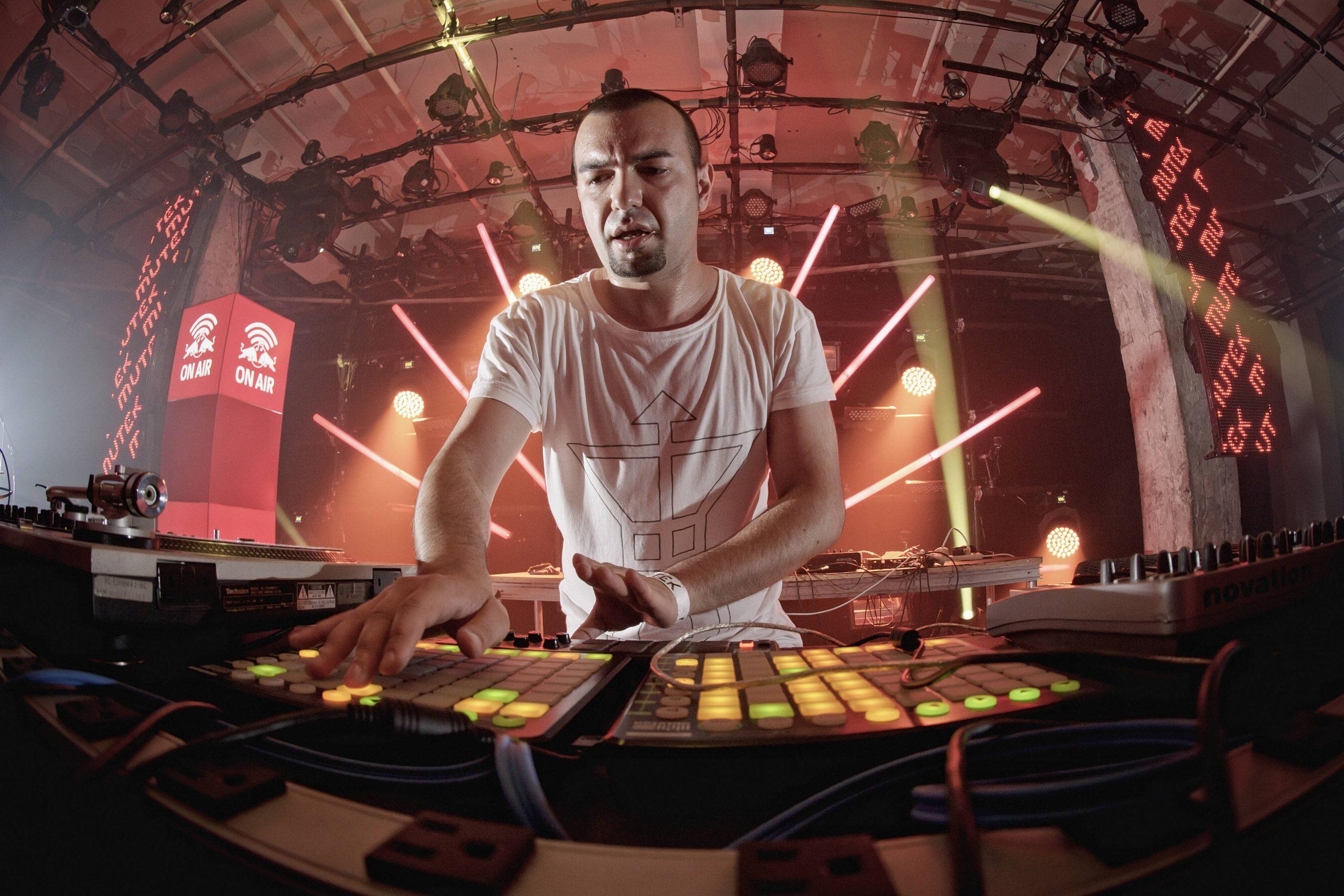 Страхил Велчев-KiNK пресъздаде звука на спорта 27