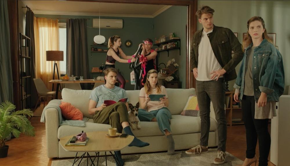 Елиза Андре Токева допълва семейството на Боби и Джаки в новото рекламно видео на Бяла Карта 31