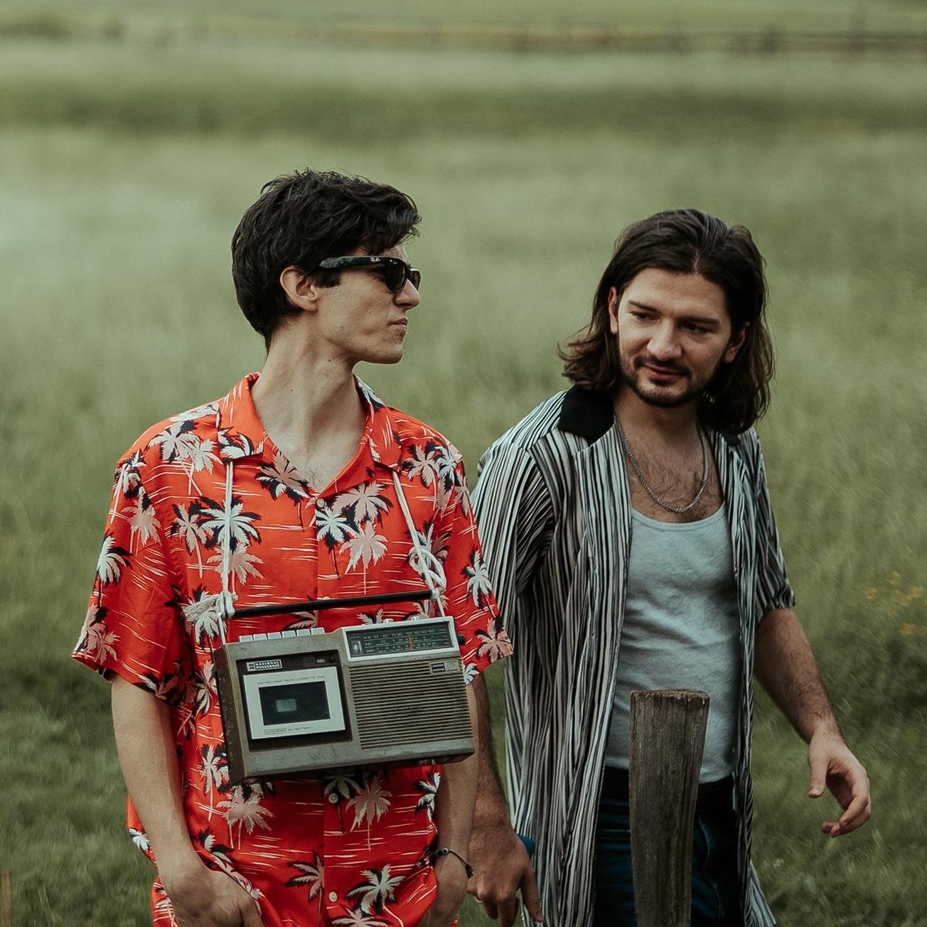 Дебютният албум на Hug or Handshake ни очаква 26