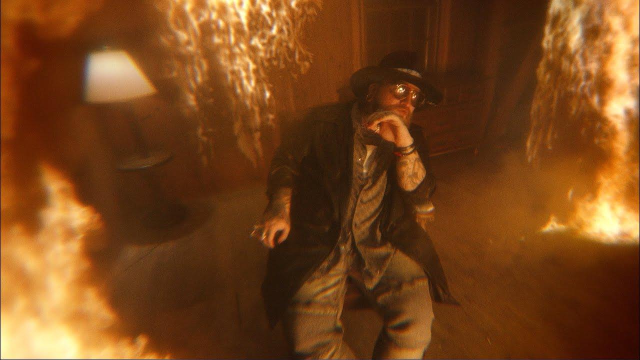 """Teddy Swims е погълнат от всемогъща любов в """"Bed On Fire 26"""