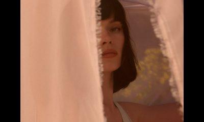 """Winona Oak пусна красивия и откровен нов сингъл """"Old Insecurities"""" 3"""