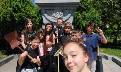 Вместо концерт за патронния си празник, ученици от столично училище правят добро 49