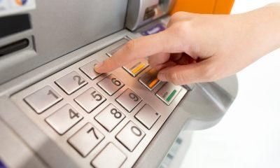 Защо плащаме такси, когато използваме банкомат? 32