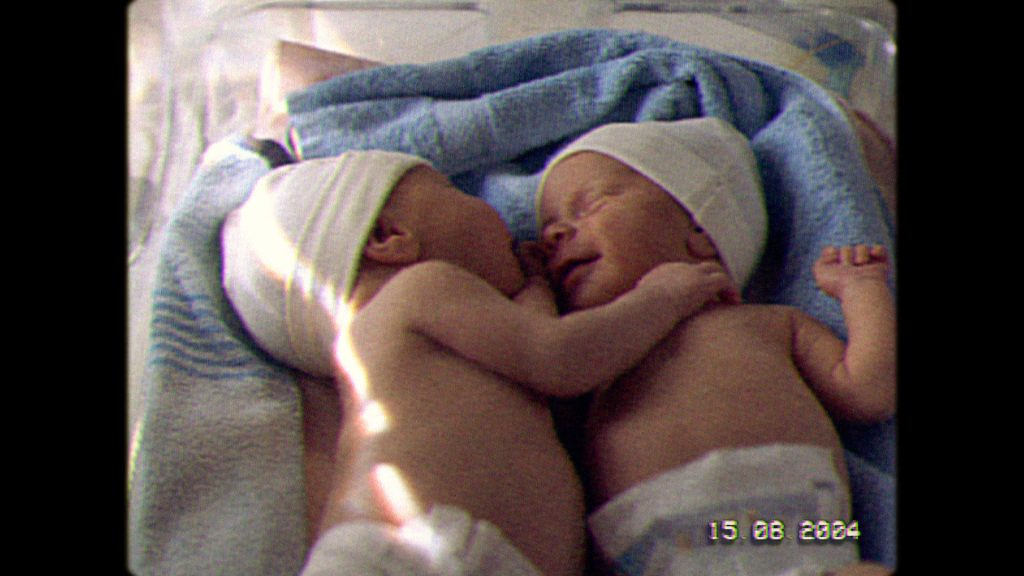 """""""Care For Human Touch: грижа за близост между хората"""" е новата кампания на NIVEA, разкриваща ползите от човешкото докосване 28"""