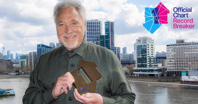 Tom Jones е най-възрастният мъж, оглавил класацията за албуми във Великобритания 28